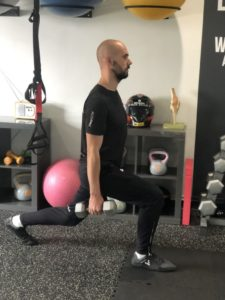 walking lunges step 1